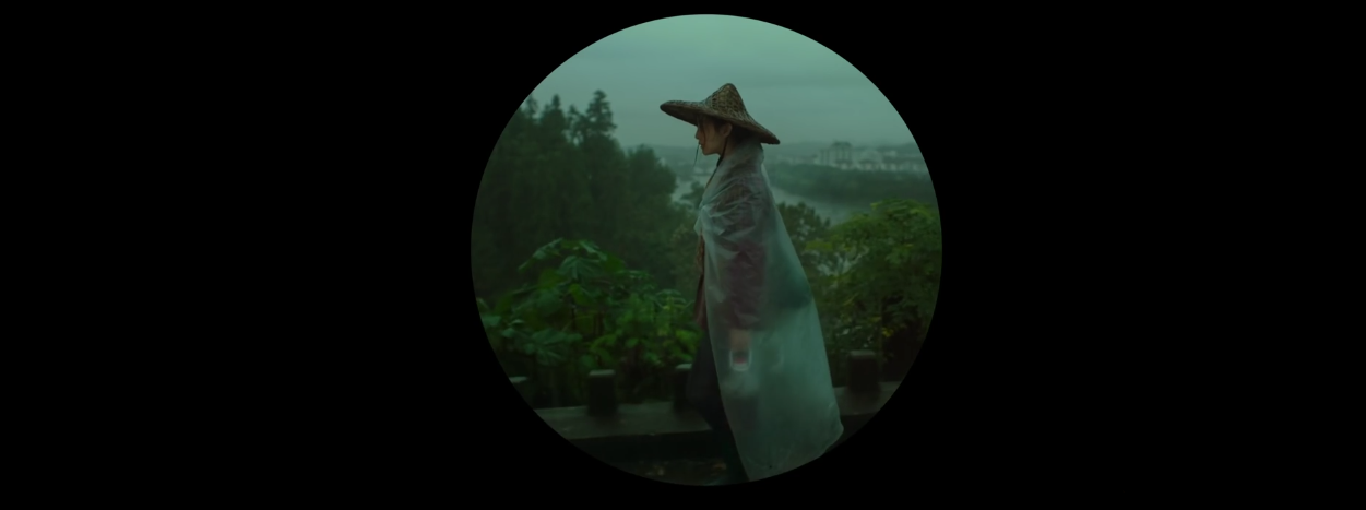 Screenshot I Am Not Madame Bovary – Li Xuelian walking ('circular shape' shot).